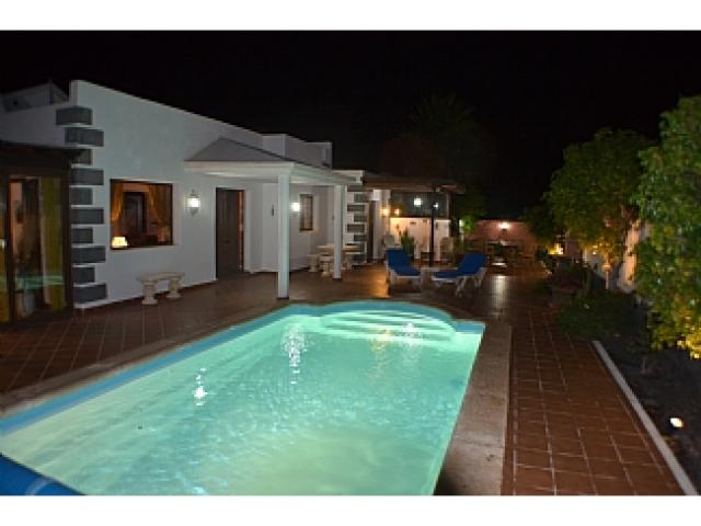 4 bed Luxury detached villa in Playa Blanca Lanzarote. Quite location only 15 mins walk from beautiful beaches and all local amenities. Sleep up to 8